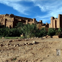 Ait-Ben-Haddou: general view of the old ksar with the loft-fortress on the top and old kasbah