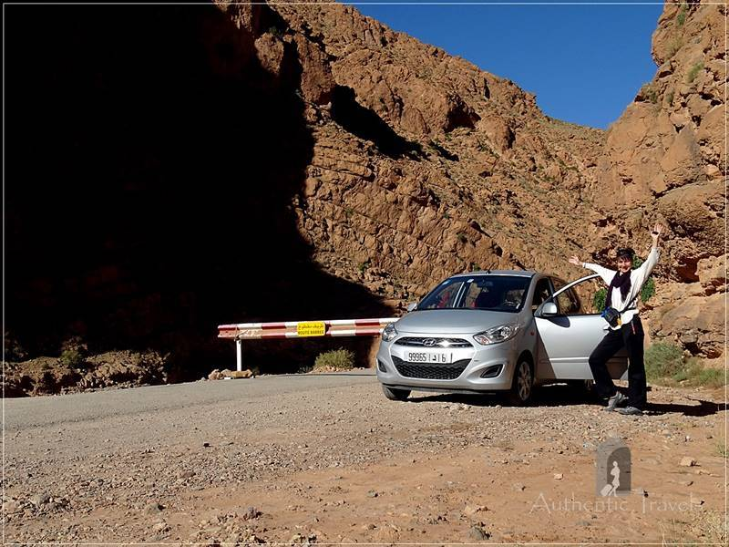 Todra Valley: the road almost ends, but the gendarme encourages me to drive further