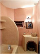 Dar Kamal Chaoui – bathroom with pink tadelakt polish