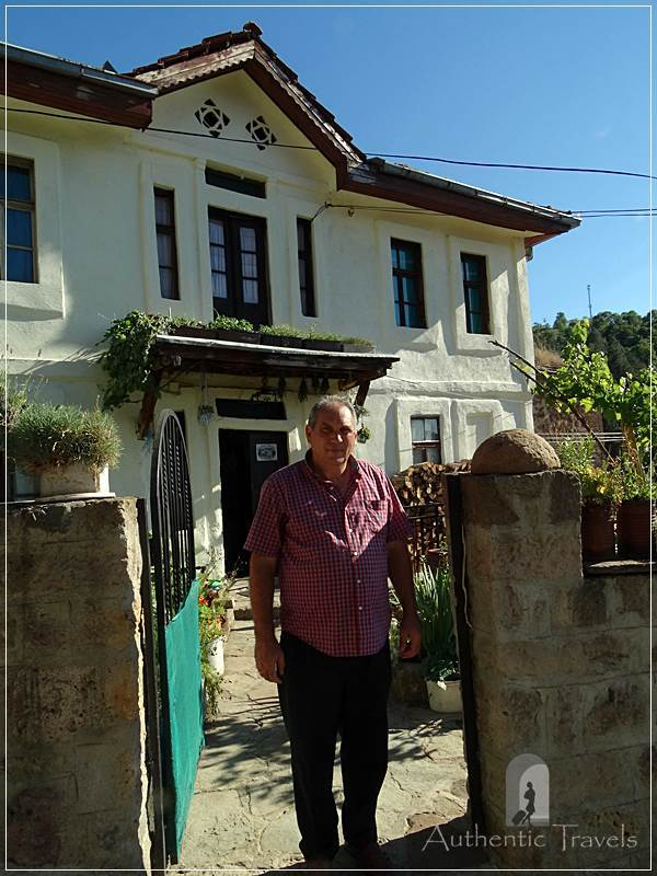 Etno House Shancheva - Stevce Donevski in front of his guesthouse in Kratovo