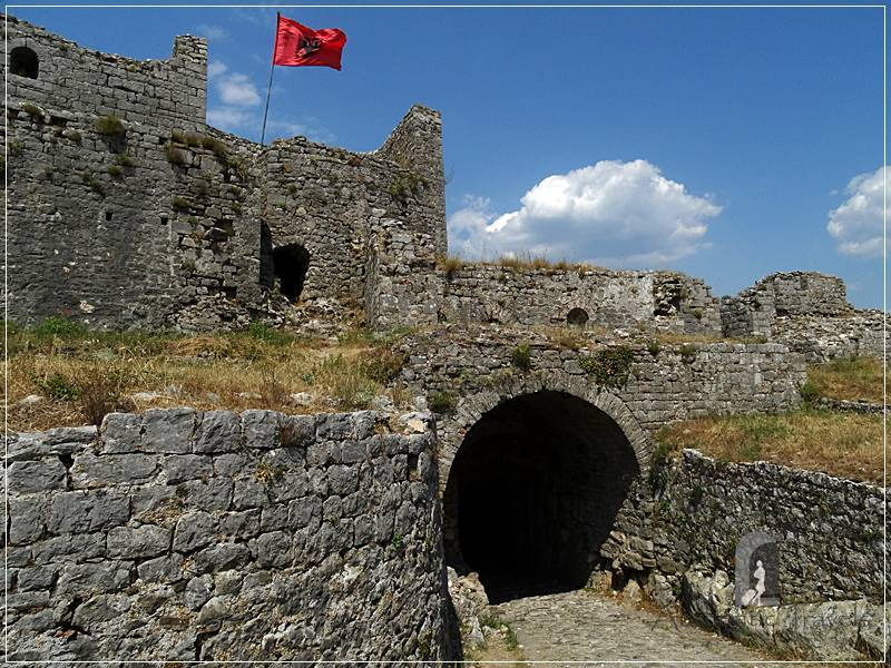 Shkoder - Rozafa Fortress: the 1st courtyard